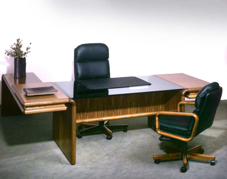 dyrlund-supreme-desk_8431g_8432_8433_8430_walnut_c